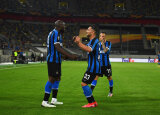 Romelu Lukaku (z lewej) podwyższył na 2:0