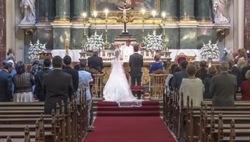 Nowe przepisy przed wzięciem ślubu kościelnego. O czym powinni wiedzieć narzeczeni?