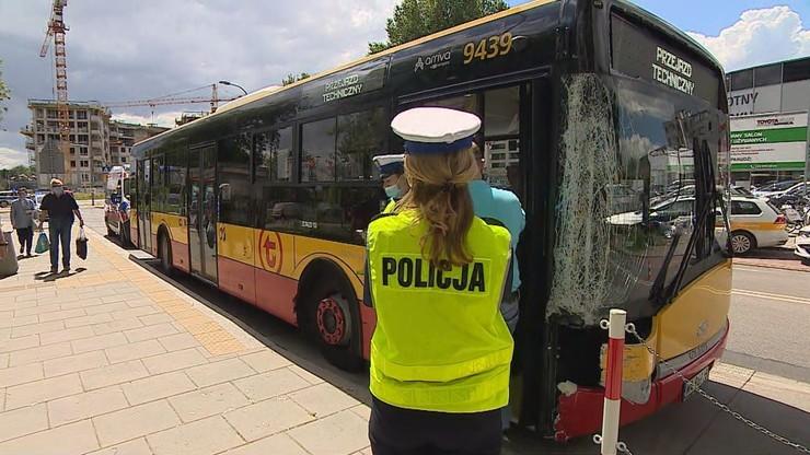 Wypadek autobusu na warszawskich Bielanach. Są zarzuty dla kierowcy