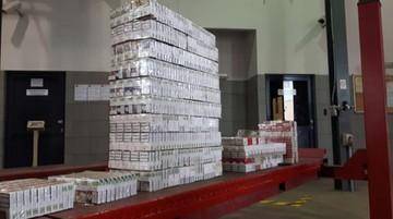 Prześwietlili autobus rentgenem. Znaleźli 2150 paczek papierosów bez akcyzy