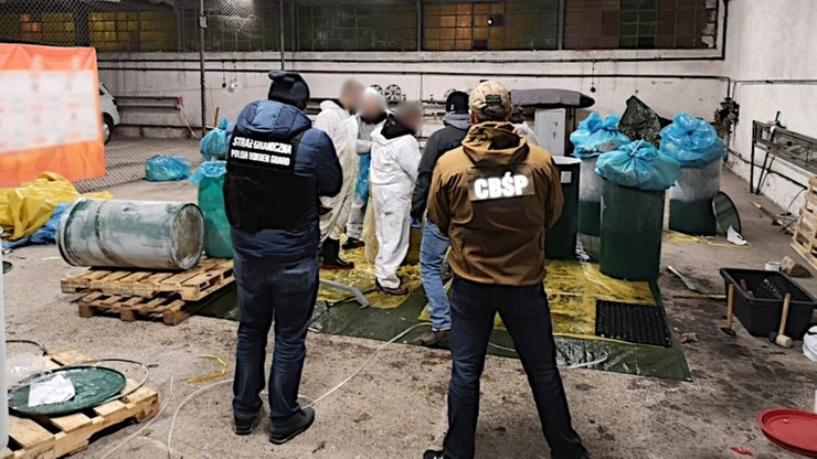 Kokaina z Ekwadoru w beczkach z pulpą ananasową. Scenariusz działań śledczych jak z filmu akcji