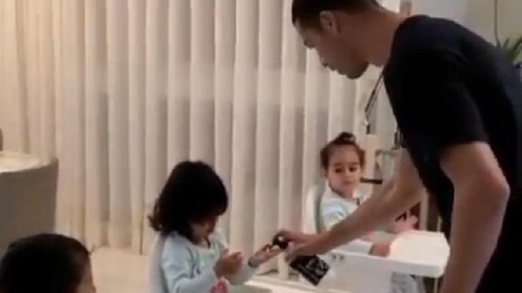 Dzieci, umyjcie rączki! Ronaldo nie lekceważy zagrożenia