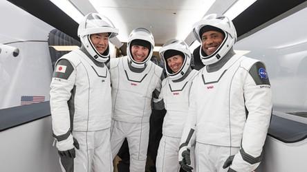 Kapsuła Dragon-2 zabrała na orbitę czworo astronautów. To historyczne wydarzenie