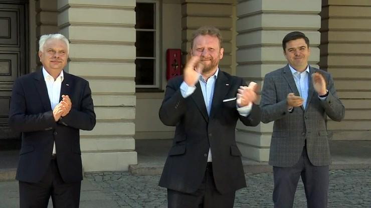 Minister Szumowski oklaskami podziękował pracownikom służby zdrowia