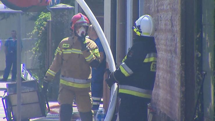 Gasili pożar, znaleźli mężczyznę z ranami kłutymi