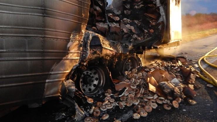17 tys. kg mrożonych bajgli spłonęło w ciężarówce na autostradzie