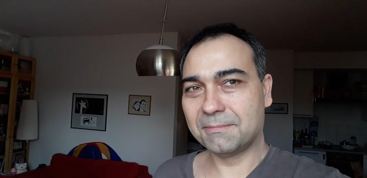 Reporter Polsat News Juliusz Głuski w czasie domowej kwarantannny