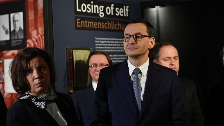 """""""Sprzeciwmy się negowaniu i zniekształcaniu historii Holokaustu"""". Wizyta premiera w Berlinie"""