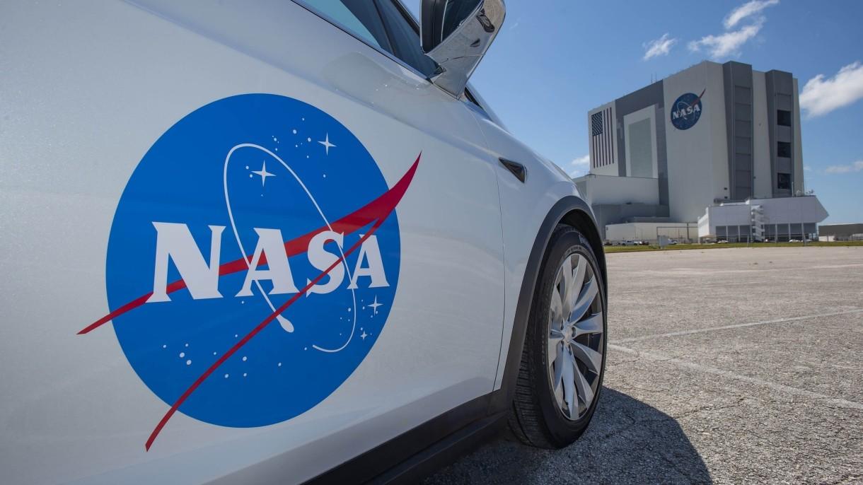 Takim pojazdem astronauci SpaceX pojadą na platformę startową, skąd polecą na ISS