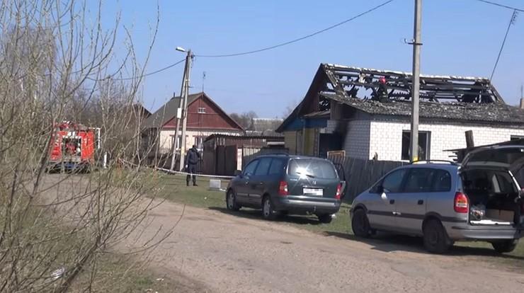 Spalony dom zamordowanej przez braci nauczycielki w Czerikowie na Białorusi.