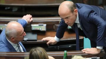 """Pięcioro posłów KO nie poparło """"piątki dla zwierząt"""". Jest reakcja Budki"""