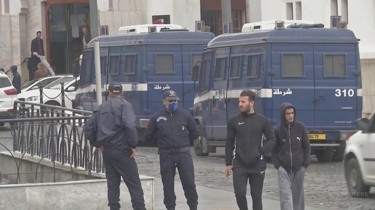 Godzina policyjna już od 15:00 - władze Algierii zaostrzają restrykcje
