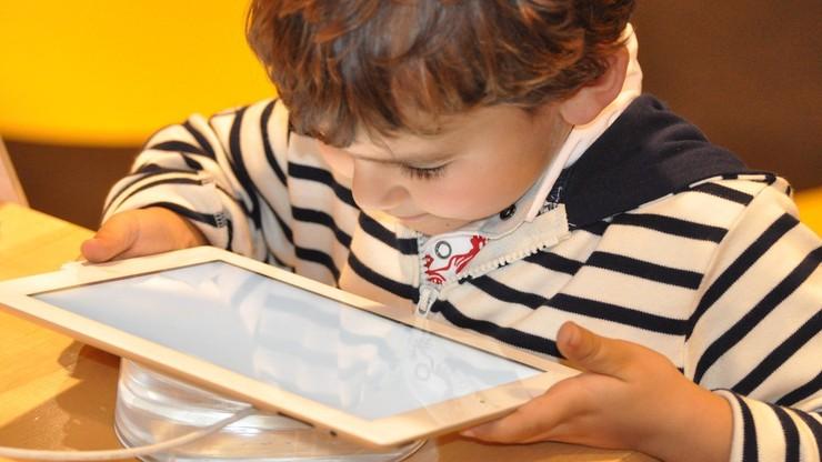 2000 tabletów z dostępem do internetu od Grupy Polsat. Trafią do domów dziecka