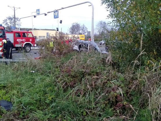 Oba auta po wypadku znalazły się poza jezdnią
