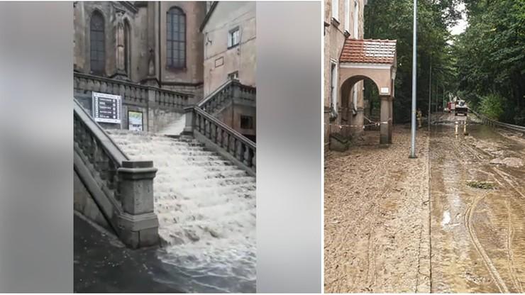 Podtopienia, zalane ulice i tysiące osób bez prądu.  Burze nad Polską
