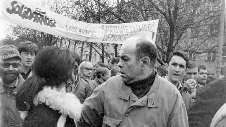 """Od PZPR do """"Solidarności"""". 16 lat temu zmarł Jacek Kuroń"""