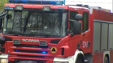 Pożar samochodu przy placu z choinkami. W środku znaleziono ciało