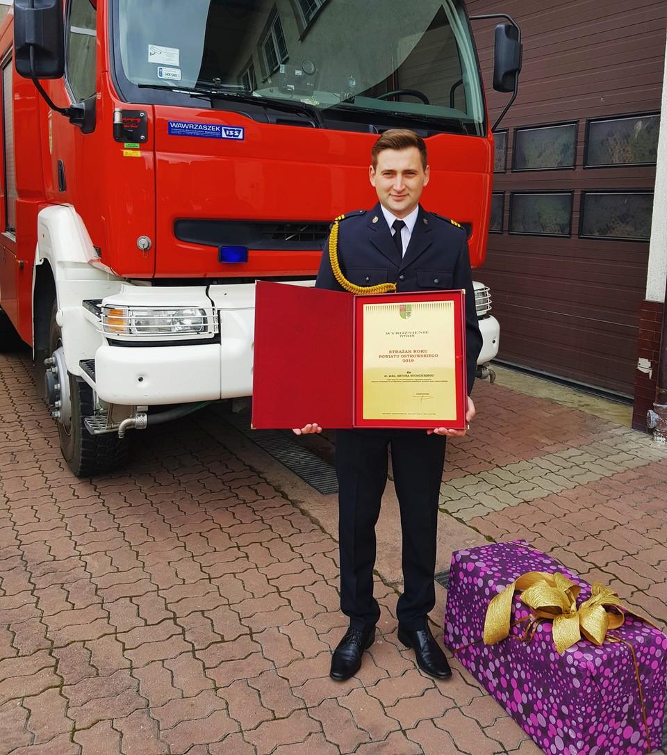 Artur odebrał nagrodę Strażaka Roku w PSP w Ostrowi Mazowieckiej