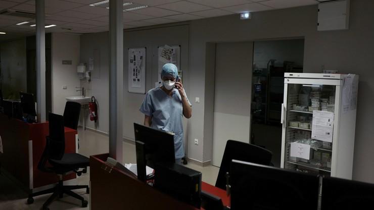 Francja: blisko 18 tys. zgonów z powodu Covid-19