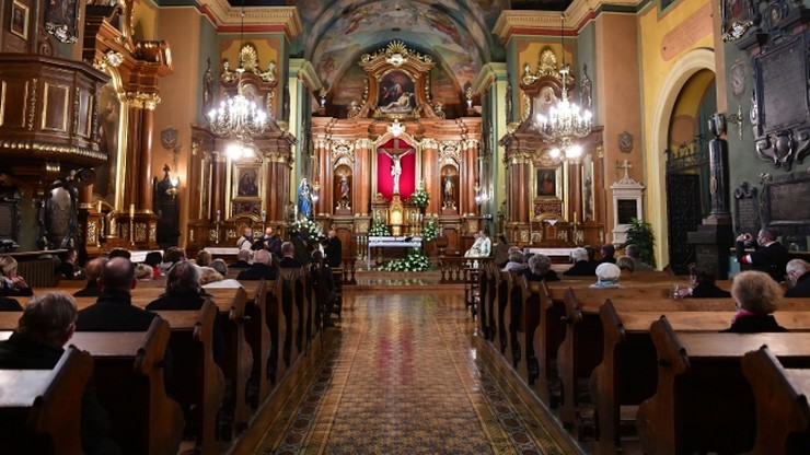 Obostrzenia w kościołach. Cała Polską czerwoną strefą