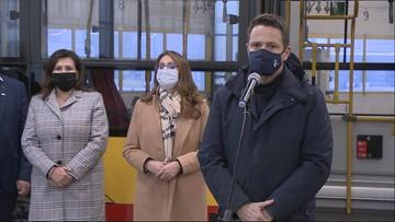 Trzaskowski: specjalne autobusy będą przewozić chorych na Covid-19