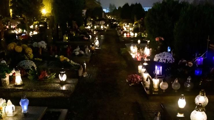 Łódź. Kilkanaście osób uwięzionych na cmentarzu. Nie zdążyły wyjść przed zamknięciem bramy