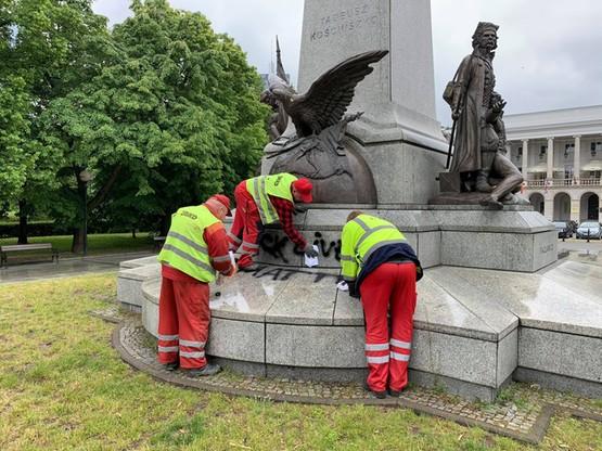 Rozpoczęto czyszczenie pomnika