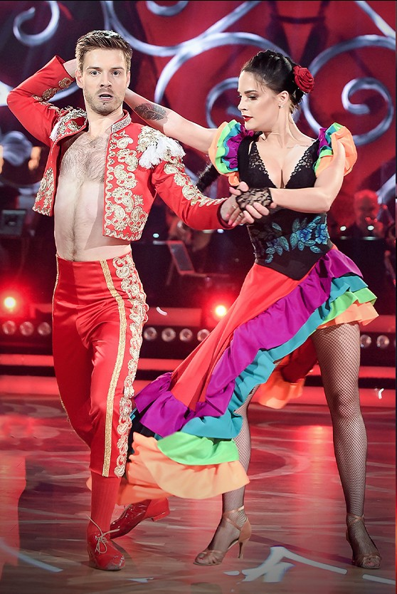 """2020-11-19 """"Taniec z Gwiazdami - the best of"""" w ognistym stylu latino"""