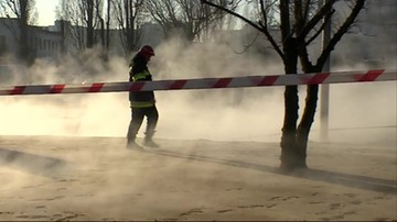 Awaria sieci ciepłowniczej na Sadybie w Warszawie. 200 pojazdów stało na ulicy w gorącej wodzie