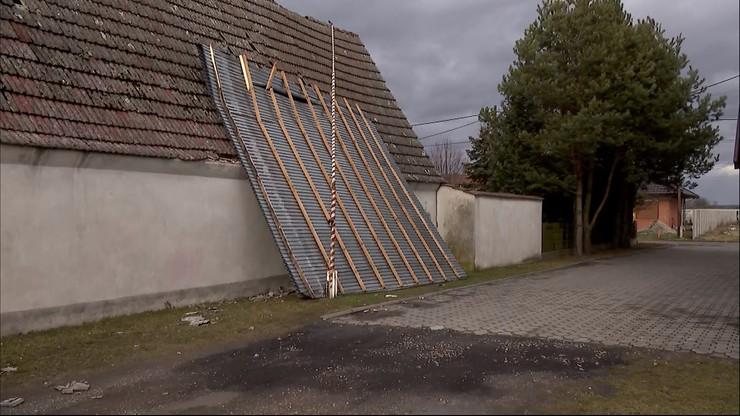 Strażacy potrzebują pomocy. Wichura zerwała dach z budynku OSP