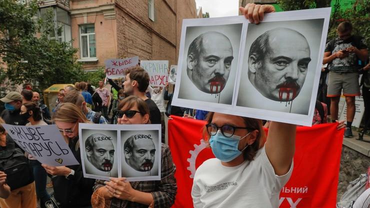 Łukaszenka: nie pozwolę wywrócić Mińska do góry nogami