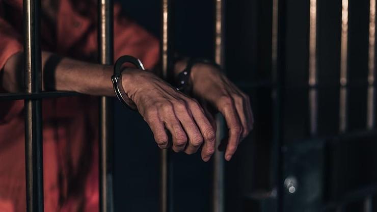 Włochy. Szef mafii rzucił się nas strażnika. Odgryzł i połknął jego palec