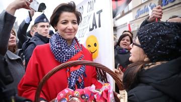 Szefowa sztabu Andrzeja Dudy częstowała pączkami przeciwników prezydenta