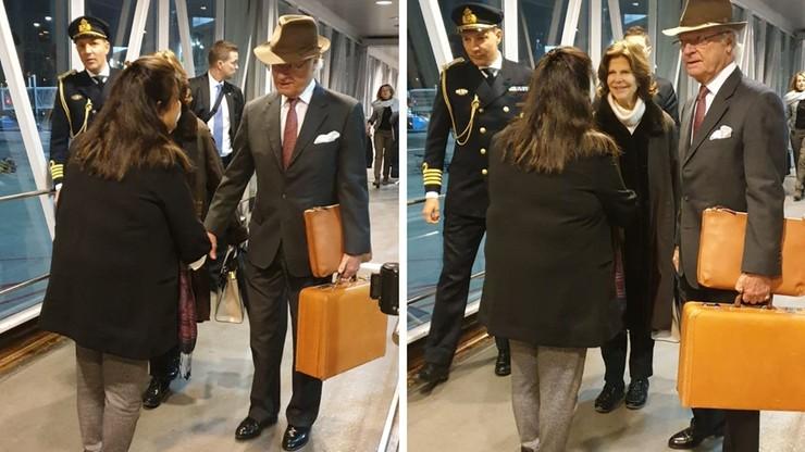 O królu, który sam nosi swoje walizki. Szwedzki monarcha na lotnisku w New Delhi [WIDEO]