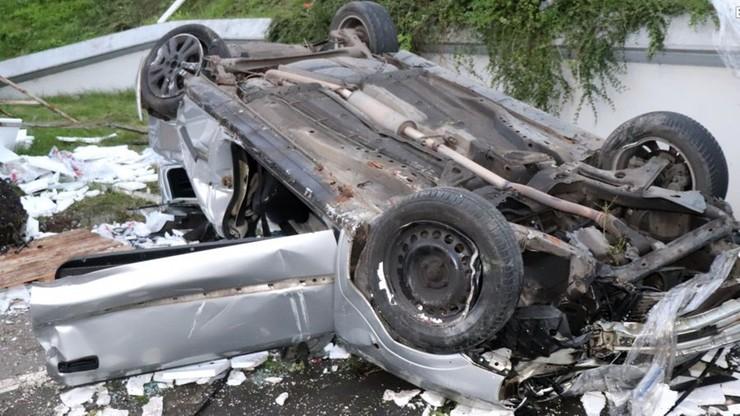 Pijany kierowca spadł ze skarpy. Wylądował na parkingu hipermarketu