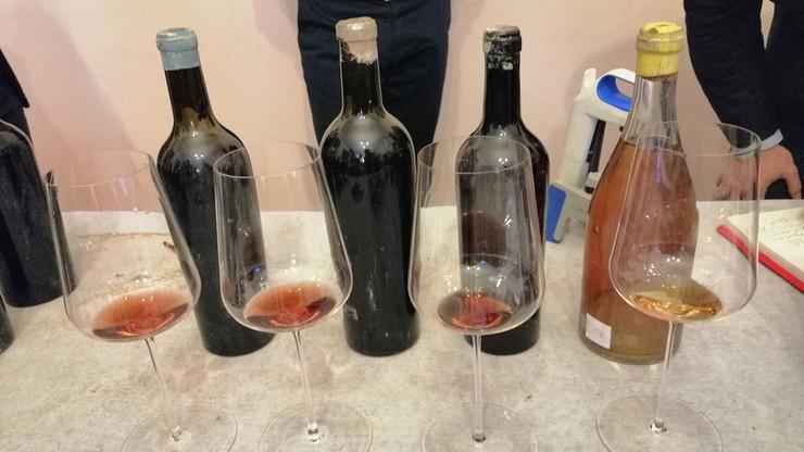 Prowadzili remont w Kozłówce. Odkryli cenne wina sprzed 100 lat