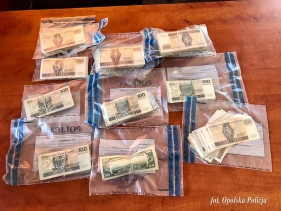 Policjanci zabezpieczyli 175 tysięcy złotych w gotówce