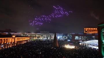 Łódź: pokaz kolorowych obrazów przy użyciu dronów. Pierwszy taki Sylwester w Europie