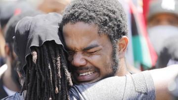 Inne oblicze protestów po śmierci Floyda. Zobacz zdjęcia