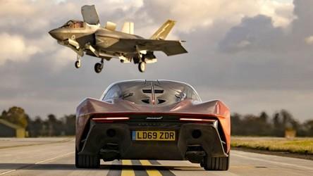 Zobacz niesamowity wyścig McLarena Speedtail i myśliwca F-35 Lightning II [FILM]