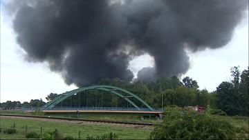 Pożar hali pod Warszawą. Kłęby dymu widać z kilkunastu kilometrów