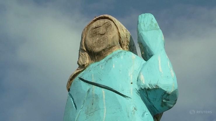 """""""Oryginalna"""" rzeźba Melanii Trump została usunięta. Ktoś ją podpalił"""