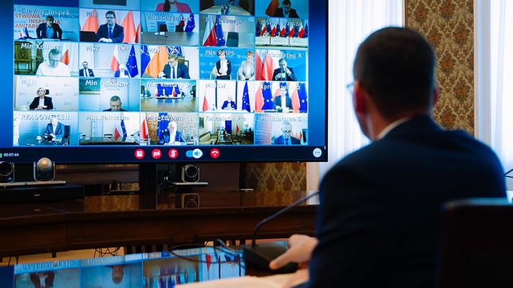 CBOS: 64 proc. Polaków dobrze ocenia działania rządu w zwalczaniu epidemii