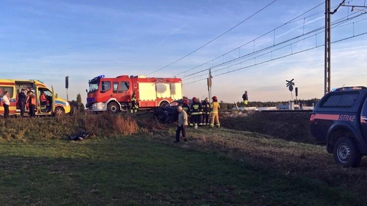Samochód wjechał pod pociąg na przejeździe kolejowym w Opolu