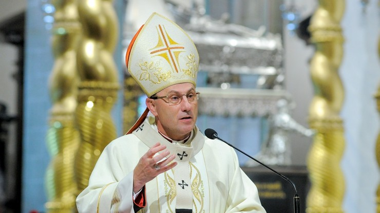 Pedofilia w kościele. Po decyzji papieża śledczy dostaną kopie kościelnych dokumentów - podał prymas
