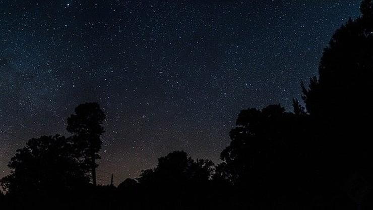 """Tradycja wypatrywania """"pierwszej gwiazdki"""" w Wigilię. Sprawdź, kiedy pojawi się na niebie"""