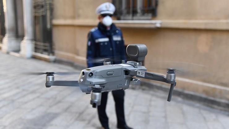 Śmigłowiec i drony na ulicach Rzymu. Pomagają patrolować miasto