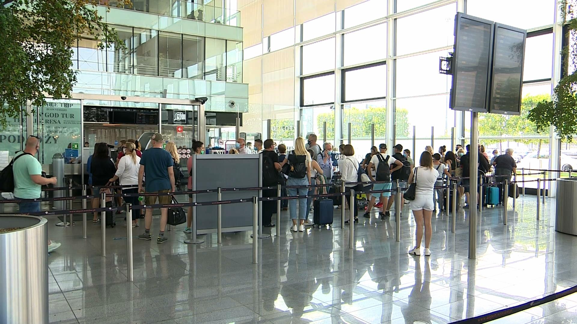 Zagraniczne wakacje w dobie pandemii. Jakie są wymagania dla turystów?