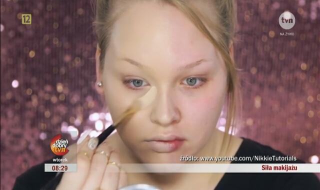 Pomalowała Tylko Pół Twarzy Makijaż Zmienił Ją Nie Do Poznania
